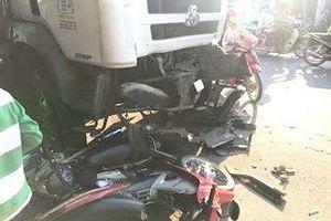Tai nạn liên hoàn khiến 3 người phải nhập viện cấp cứu