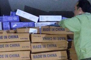 Vĩnh Long: Bắt giữ 15 tấn thực phẩm không rõ nguồn gốc