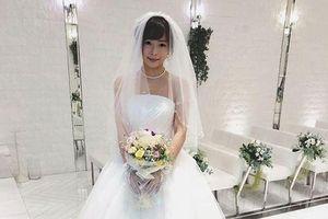 Showbiz 5/3: Diễn viên phim cấp 3 làm đám cưới với chính mình gây 'sốc'