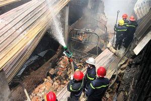 TPHCM: Hai vụ sập nhà, cháy nhà, một người tử vong, nhiều tài sản bị thiêu rụi