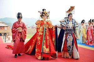 Cảnh đại hôn hoành tráng hoa lệ trong 'Đông cung' gợi nhớ đại lễ phong hậu của 'Võ Tắc Thiên' Phạm Băng Băng