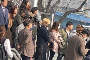 Giây phút cảm động: Các thành viên SHINee đồng loạt 'vẫy tay' tạm biệt Key trong ngày nhập ngũ!