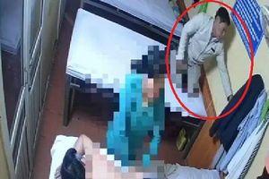 Phẫn nộ clip người đàn ông thản nhiên móc trộm tiền và điện thoại trong cơ sở tẩm quất của người mù