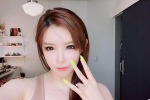 Park Bom hào hứng 'thả thính' hình ảnh bìa album cho màn solo trở lại sau 8 năm