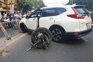 Honda CR-V 7 chỗ gãy càng, 'rụng' bánh trước khi va chạm