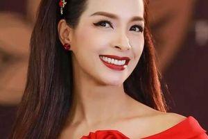 Cựu mẫu Thúy Hạnh: 'Nhiều lúc tôi 'đứng hình' khi nghe con hỏi làm nghề gì để có tiền?'