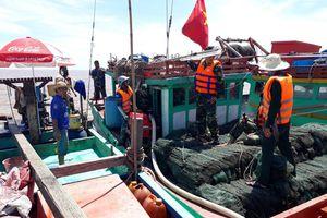 Cứu hộ thành công tàu cá bị chìm trên biển cùng 4 ngư dân