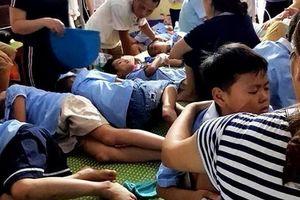 Clip: Sức khỏe của 44 học sinh ăn nhầm bột thông bồn cầu ở Hải Dương giờ ra sao?