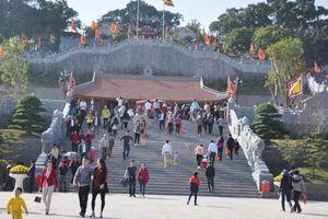 1.000 bộ áo dài đi lễ phục vụ miễn phí khách dự lễ hội đền Cửa Ông