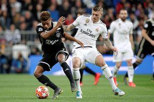 Real thua thảm 1-4 trước Ajax: Toni Kroos mờ nhạt, công nghệ VAR không cứu nổi Real