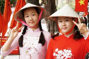 Du khách Hàn Quốc: Chúng tôi rất tự tin mặc áo dài, đội nón lá Việt