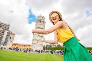 Muôn kiểu check-in sáng tạo với tháp nghiêng Pisa