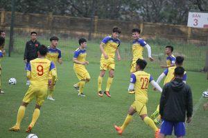 Quang Hải nghỉ tập giữa giờ, thầy trò HLV Park Hang Seo tích cực rèn quân