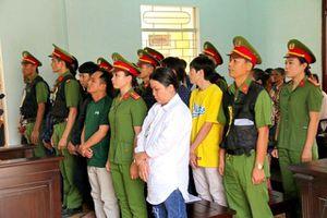 Xét xử 15 đối tượng gây rối trật tự công cộng tại Bình Thuận