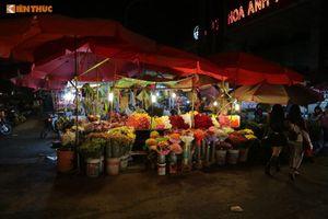Chợ hoa lớn nhất Thủ đô đông 'nghẹt thở' đêm trước 8/3