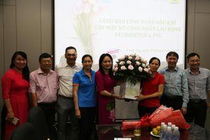 Chủ tịch CĐ DKVN Nghiêm Thùy Lan thăm hỏi, tặng quà cho lao động nữ bị bệnh nặng, hoàn cảnh khó khăn