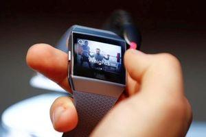 Fitbit ra mắt smartwacht giá rẻ cạnh tranh với Samsung, Apple