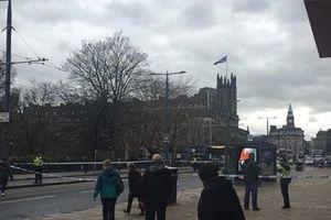 Cảnh sát Scotland cử đội gỡ bom kiểm tra một bưu kiện khả nghi