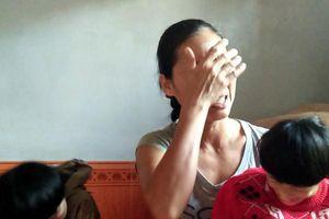 Ngày 8/3 của người phụ nữ gồng mình nuôi chồng bại liệt và hai con bị teo não