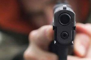 Mang súng bắn đạn bi đến nhà con nợ uy hiếp để cướp xe máy