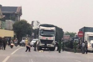 Thanh Hóa: Bé gái 3 tuổi chạy ra đường bị xe tải tông tử vong