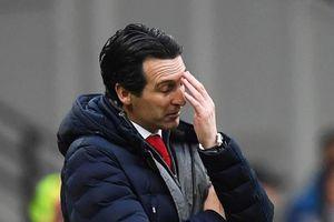 Quyết định thay người khó hiểu, Emery bị CĐV Arsenal gọi là gã hèn