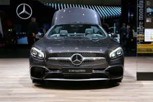 Mercedes SL Grand Edition, mui trần mới cho giới nhà giàu