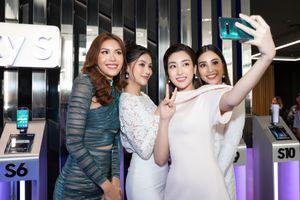 Mỹ Linh, Tiểu Vy đi mua Galaxy S10 trong ngày mở bán tại Việt Nam