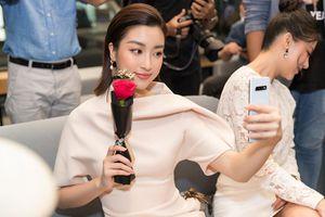 HH Mỹ Linh: 'Galaxy S10 tuyệt vời, sinh ra dành cho tôi'