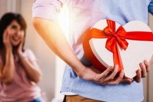 Giải ngay bài toán '8.3 năm nay tặng nàng quà gì?'