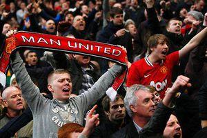 Fan MU bị đâm nguy kịch vì reo hò, ăn mừng chiến thắng tại Paris