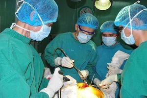 Bác sĩ Nguyễn Đình Phú - người chỉ biết lo cho người khác