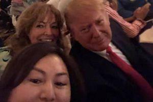 Người sáng lập chuỗi spa mại dâm chụp ảnh thân thiết với TT Trump