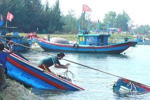 Quảng Ngãi: Hai tàu cá bị sóng đánh chìm, thiệt hại gần 1 tỷ đồng