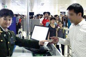 Làm giả giấy tờ đi máy bay vì tiếc chuyến du lịch miễn phí