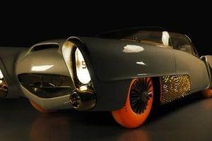 Chiếc xe cổ điển mạ vàng gây sốc tại Triển lãm xe hơi Geneva