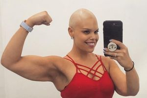Hết béo phì lại ung thư, cuộc sống vẫn không làm khó được cô gái này