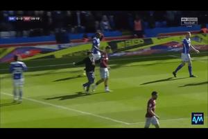 Cầu thủ Aston Villa bị CĐV đánh ngay trên sân