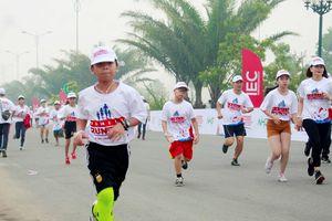 Hơn 2.000 gia đình tham gia chương trình 'Gia đình chạy vì tương lai cùng IEC'
