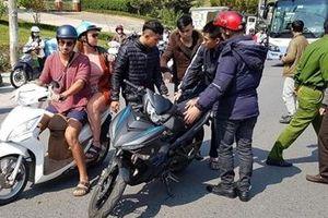Du khách nước ngoài ở Đà Lạt bất ngờ nhận lại tài sản bị cướp