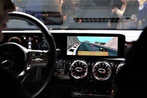 Xe hơi thế hệ mới: Vừa chơi game vừa có thể lái xe?