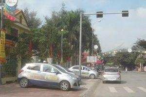 Sớm bố trí điểm dừng đỗ cho xe taxi