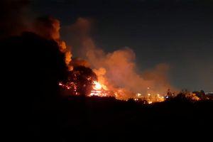 Kho hàng chứa dầu nhớt tại Q.12 cháy lớn trong đêm