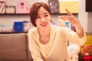 Eun Jung (nhóm T-ara) mặc áo bà ba, tự tay làm nến thơm tặng fan Việt