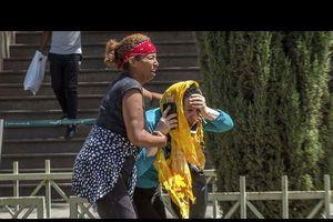 Giờ phút suy sụp của các thân nhân vụ rơi máy bay Ethiopia