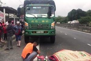 Vừa bước xuống xe tải, tài xế bị xe khách tông chết tại chỗ