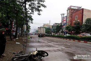 Nghệ An: Va chạm với xe container, 2 người thương vong