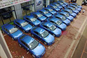 Tám tháng liên tiếp, doanh số bán ô tô tại Trung Quốc giảm
