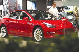 Tesla bán xe qua mạng, đại hạ giá ô tô điện
