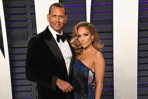 Jennifer Lopez bất ngờ đính hôn với tình trẻ ở tuổi 50